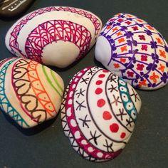 Resultado de imagem para sharpies on seashells Seashell Painting, Seashell Art, Seashell Crafts, Beach Crafts, Seashell Jewelry, Dot Painting, Sharpie Crafts, Sharpie Art, Rock Crafts