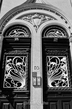 Art Nouveau on R. de Sá da Bandeira, Porto