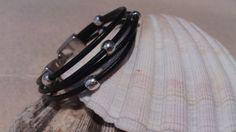 Pulsera de hilo de cuero y bolas de zamak: 7€ Disponible en otros colores. By Bolboreta Gris