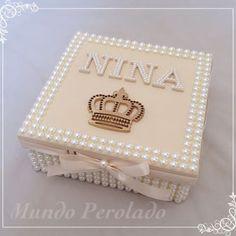 Uma caixa linda para a princesa Nina! ✨👑✨ Pri, espero q goste!!!! #caixas #caixasdeperolas #caixasperoladas #caixaspersonalizadas #caixasdecoradas #perolas #mundoperolado #ehsucesso