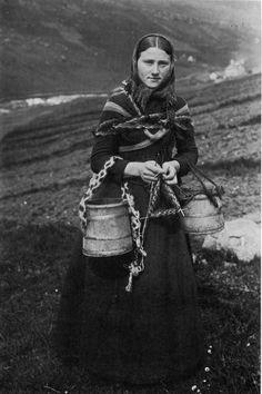 sitdownithinkiloveyou:    Knitting girl from The Faroe Islands
