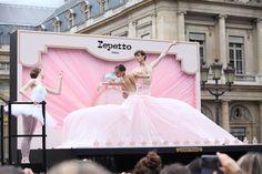 Outdoor Ballet by Repetto for the launch of its 'Eau de Parfum' at the 'Place du Palais Royal' in Paris #balletacielouvert #repetto #repettoparfum
