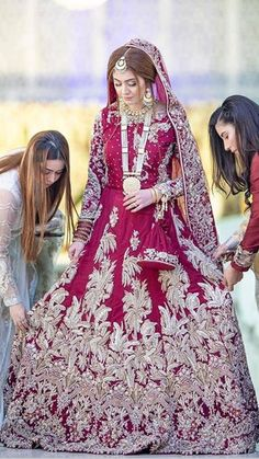 Pakistani Bridal Makeup, Pakistani Fashion Party Wear, Bridal Mehndi Dresses, Indian Wedding Gowns, Nikkah Dress, Shadi Dresses, Pakistani Wedding Outfits, Bridal Dress Design, Indian Bridal Fashion