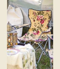 floral GLAmpiNG lawn ChAir from Miranda Lambert's airstream for her mom // junk gypsies // april pizana photo