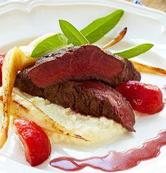 Reinsdyrfilet med plommesaus og reinsdyrburger Beef, Food, Meat, Essen, Meals, Yemek, Eten, Steak