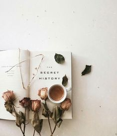 New the secret history aesthetic life 64 ideas Flat Lay Photography, Book Photography, Object Photography, Flatlay Instagram, Fall Inspiration, Garden Inspiration, Foto Blog, Brown Aesthetic, The Secret History