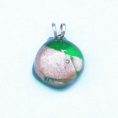 Little and elegant pendant in fused Murano glass.