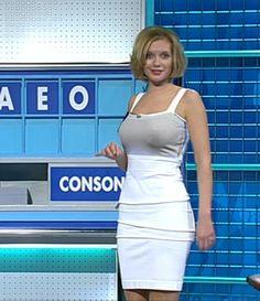 Rachel Riley is an English television presenter and mathematician. Rachel Riley Countdown, Rachel Riley Legs, Racheal Riley, Tv Girls, Anna, Tv Presenters, Female Stars, Woman Crush, Amazing Women