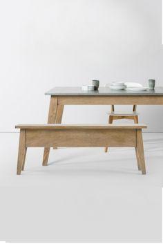 Rustikaler Charme - Fawn Esstisch und passende Bank mit Stauraum. Mit seinen strukturierten Mangoholzbeinen und der Zinktischplatte zeigt dieser Tisch echte Patina. Und mit den Jahren wird er nur noch schöner.