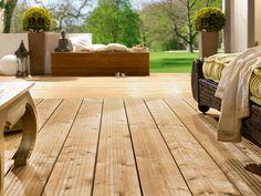 Oben: Thermoholz – mit Wärme behandeltes Holz – erfreut sich immer größerer…
