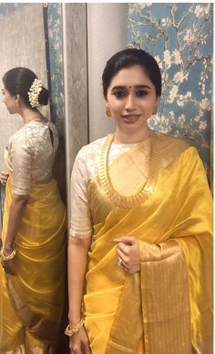 Get the latest trends ruling the charts in India. Fancy Blouse Designs, Sari Blouse Designs, Saree Blouse Patterns, Indian Bridal Sarees, Bridal Silk Saree, Raw Silk Saree, Indian Dresses, Indian Outfits, Kanchipuram Saree
