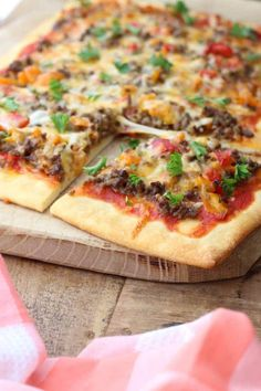 Tex Mex plaatpizza voor het hele gezin - Francesca Kookt Lunch Restaurants, Restaurant Recipes, Tex Mex, Tapas, Oven Dishes, Snacks Für Party, Football Food, Diy Food, Food Inspiration