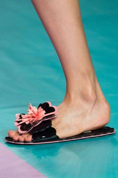 Miu Miu at Paris Fashion Week Spring 2017 - Details Runway Photos Miu Miu, Fashion Week 2016, Spring Shoes, Editorial Fashion, Catwalk, Shoe Boots, Kitten Heels, Runway, Flats