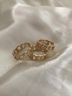 Chunky Jewelry, Hand Jewelry, Cute Jewelry, Chunky Rings, Trendy Accessories, Jewelry Accessories, Cristian Dior, Dior Ring, Ringe Gold