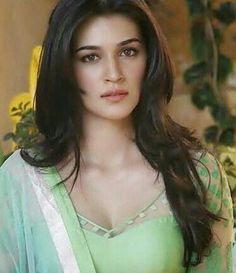 Kriti sanon new Indian Actress Photos, Bollywood Actress Hot Photos, Indian Bollywood Actress, Actress Pics, Bollywood Girls, Beautiful Bollywood Actress, Most Beautiful Indian Actress, Beautiful Actresses, Indian Actresses