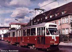 """Gdańsk Wrzeszcz ul. Mickiewicza lata 80's Na zdjeciu znajduje sie tramwaj. Typ: 102NaW. Producent: Chorzowska Wytwórnia Konstrukcji Stalowych """"Konstal"""" Lata budowy: 1972 - 1973."""