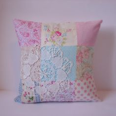Roxy Creations: Cushions patchwork vintage doilies