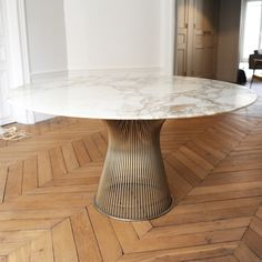 Table salle manger plateau ovale en marbre design par for Salle a manger warren