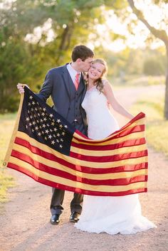 Fourth of July Wedding Photos / http://www.himisspuff.com/red-white-and-blue-4th-of-july-wedding-ideas/7/