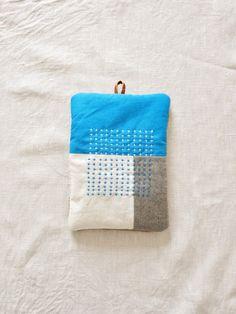 なべつかみ turquoise blue - LINDEN Sashiko Embroidery, Folk Embroidery, Japanese Embroidery, Beaded Embroidery, Embroidery Stitches, Textiles, Textile Patterns, New Project Ideas, Sewing Stitches