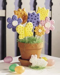 Bloomin' Bouquets Spring promises to be sunny when you bake a bounty of cookie blossoms. Best Sugar Cookie Recipe, Best Sugar Cookies, Cookie Recipes, Easter Bunny Cupcakes, Easter Treats, Cookie Bouquet, Candy Bouquet, Easter Recipes, Easter Desserts