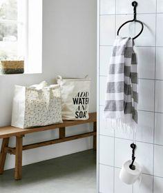 We love it. Auch in der Toilette oder im Badezimmer sollten alle Accessoires auf einander abgestimmt werden. Und so auch dieser Handtuchring Cast von Housedocto