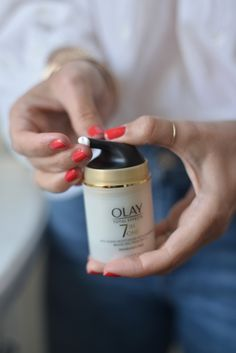 7 of the Biggest Skincare Mistakes I Made When I Was Younger. Brought to you by OLAY. Health Logo, Cat Health, Health Tips, Health Breakfast, Breakfast For Kids, Diy Overnight Face Mask, Mason Jar Meals, Oily Skin Care, Branding