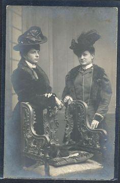 PZ044 COUPLE de FEMMES VICTORIAN LADIES FEATHER HAT PHOTO d'ART 1907
