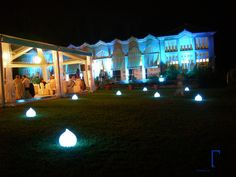 VILLA ZOPPOLATO, MATRIMONIO A COLORI, RICEVIMENTO DI NOZZE, TENSOSTRUTTURA, ORANGERIE, FARI LED EVENT SPOT 1900 MKII RICARICABILI SENZA FILO, FARI LED 12 EASY COLOR 12FC RICARICABILE SENZA FILO, GOCCE LUMINOSE A LED, TAGLIO TORTA, WEDDING IN COLOR,  MARQUEE, ORANGERY, LED RECHARGEABLE WIRELESS HEADLIGHTS EVENT SPOT 1900 MKII, LED RECHARGEABLE CORDLESS HEADLIGHTS 12 EASY COLOR 12FC, WIRELESS LED BRIGHT DROPS, WEDDING CAKE, TONDELLO TECNOLOGIE