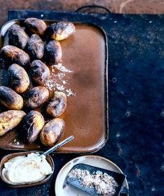 Savustetut perunat onnistuvat myös ilman savustinta - Kotiliesi.fi Griddle Pan, Plum, Fruit, Food, Grill Pan, Essen, Meals, Yemek, Eten