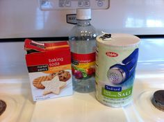 Best 3 ingredients to clean your enamel stovetop. Amazing! First sprinkle table…