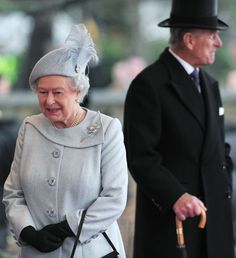 The Queen and Prince Philip await the arrival of the Amir Sheikh Sabah Al-Ahmad Al-Jaber Al-Sabah of Kuwait at Windsor Castle 27 Nov 12 (Source: WPA Pool/Getty Images Europe)