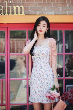 밀크코코아 감성화보 : 네이버 블로그 Hijab Fashion, Korean Fashion, Fashion Dresses, Fashion Models, Girl Fashion, Indian Tunic Tops, Pretty Asian, Korean Model, Asian Beauty