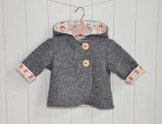 """Unglaublich kuschelig und schön warm - Jacke """"Minna"""" für Babys ist die perfekte Übergangsjacke, aussen aus wärmendem Walk, innen aus weichem Bio-Jersey mit kleinen Mäuschen. Ein echtes..."""