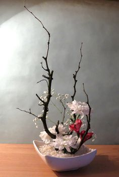 Ikebana: Arte floral Japonés Love this style! Arte Floral, Deco Floral, Flower Show, Flower Art, Cactus Flower, Arrangements Ikebana, Ikebana Flower Arrangement, Flower Arrangement Designs, Modern Flower Arrangements
