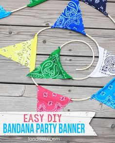 Easy DIY Bandana Party Banner - no sewing required! Perfect for a cowboy or cowgirl birthday party! Cowboy Birthday, Farm Birthday, Birthday Diy, Diy Décoration, Easy Diy, Fun Diy, Anniversaire Cow-boy, Diy Party Banner, Party Bunting