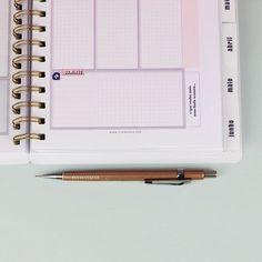 DIY: Cartão / Mini caixinha de bombons | Namorada Criativa - Por Chaiene Morais Planner, Color Blocking, Scrapbook, Diy, Instagram, Photo Greeting Cards, Organize, Day Planners, Crates