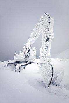 Mining Engineering and Education: Frozen Excavator by Paul capraro Veiko Karu Heavy Construction Equipment, Heavy Equipment, Construction Machines, Pipeline Construction, Great Photos, Cool Pictures, Random Pictures, Mining Equipment, Heavy Machinery