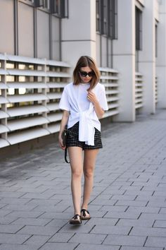 More on www.offwhiteswan.com  Studio Knot Shirt by Zara, Patterned Shorts by Topshop, Eternity Ring by Thomas Sabo, Multicolor Bag by &otherstories, Shoes by Birkenstock (Gizeh), Sunnies by Prada #offwhiteswan #swantjesoemmer