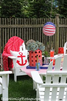 Dress up your outdoors for a fun patriotic look! eclecticallyvintage.com