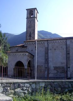 Pisogne (Brescia) - Chiesa di Santa Maria della Neve - conserva affreschi del Romanino (Brescia, 1484 circa – 1566 circa)
