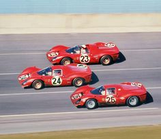 Daytona 24 hours 1967 - The Ferrari revenge in US, against the Ford GT victory in the Le Mans 24 hours in This was the last official Ferrari participation on prototype races Ferrari Racing, Ferrari Car, Ferrari 2017, Sports Car Racing, Sport Cars, Auto Racing, Daytona 24, Daytona Races, Automobile