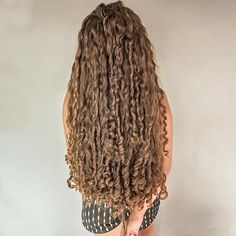 Big Curly Hair, Curly Hair Styles, Thick Hair, Long Curls, Layered Cuts, Female Images, Character Design Inspiration, Hair Goals, Dreadlocks