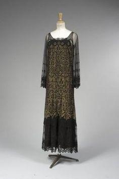 Black Lace Gown, Gold Lace Dresses, Vintage Dresses, Vintage Outfits, Retro Mode, Mode Vintage, Guy Laroche, Vintage Glamour, Vintage Chanel