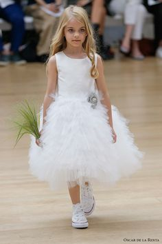 oscar de la renta spring 2018 bridal pretty flower girl dress (105) mv -- Oscar de la Renta Spring 2018 Wedding Dresses