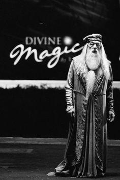 Hogwarts Professors: Albus Dumbledore from 'Harry Potter and the Half-Blood Prince' Costume Designer: Jany Temime. Harry Potter Glasses, Harry Potter Love, Harry Potter World, Harry Potter Hogwarts, James Potter, Harry Potter Symbols, Harry Potter Characters, Dumbledore Costume, Saga