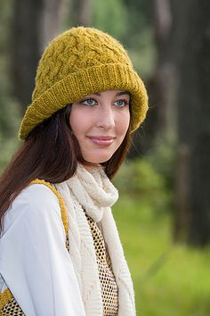 This woven appearance is created by a series of overlappingcable stitches. The ribbed brim is deliberately loose so it can be folded over or pulled down low against the weather. The pattern looks complicated