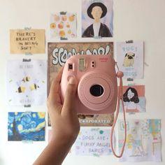 Ramona takes polaroids for her testimony/journaling/manifesto. Instax Mini 8, Fujifilm Instax Mini, Lara Jean, Vintage Polaroid, Polaroid Pictures, Tumblr, Instant Camera, Friends Mom, Taking Pictures
