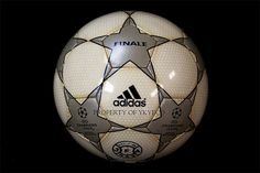 UEFA CHAMPIONS LEAGUE FINALE 1 2000-01, J-LEAGUE ADIDAS MATCH BALL PROPERTY OF YKYECO   The planet most complete on-line casino. - http://www.playdoit.com/