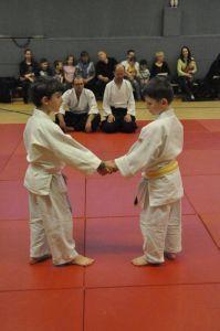 Aikido Kindertraining mit Aikido Kyuprüfungen in der Auhofschule, Linz - 8. April 2016: Gyukuhamni Katatedori